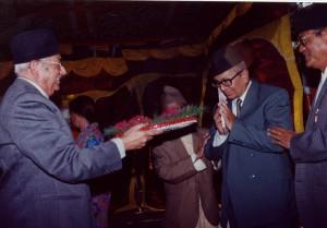 २०५७ सालको मदन पुरस्कारद्वारा सम्मानित 'नेपालको सिमाना'का स्रस्टा श्री बुद्दिनारायण श्रेष्ठ
